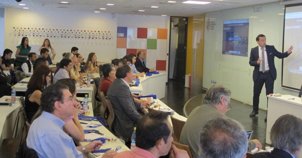 Profesor Maximiliano Hurtado habla en El Mercurio sobre la importancia de los incentivos en la empresa.